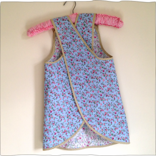 Reversible Apron Blue Rose Back